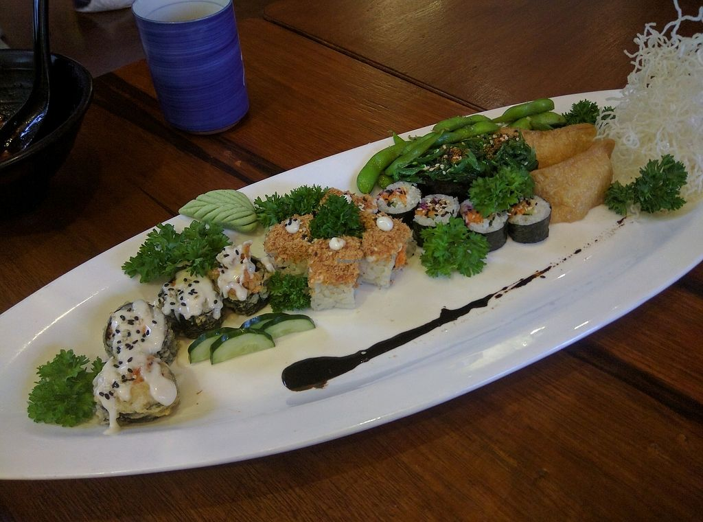 """Photo of Sushi Kitchen - Sungai Ara  by <a href=""""/members/profile/Summer_Tan"""">Summer_Tan</a> <br/>S21: Happiness Family Sushi Set - RM36 Pretty good. Considering how you wouldn't find anything similar elsewhere, the price isn't too unreasonable but definitely on the high side <br/> January 28, 2018  - <a href='/contact/abuse/image/22027/351946'>Report</a>"""