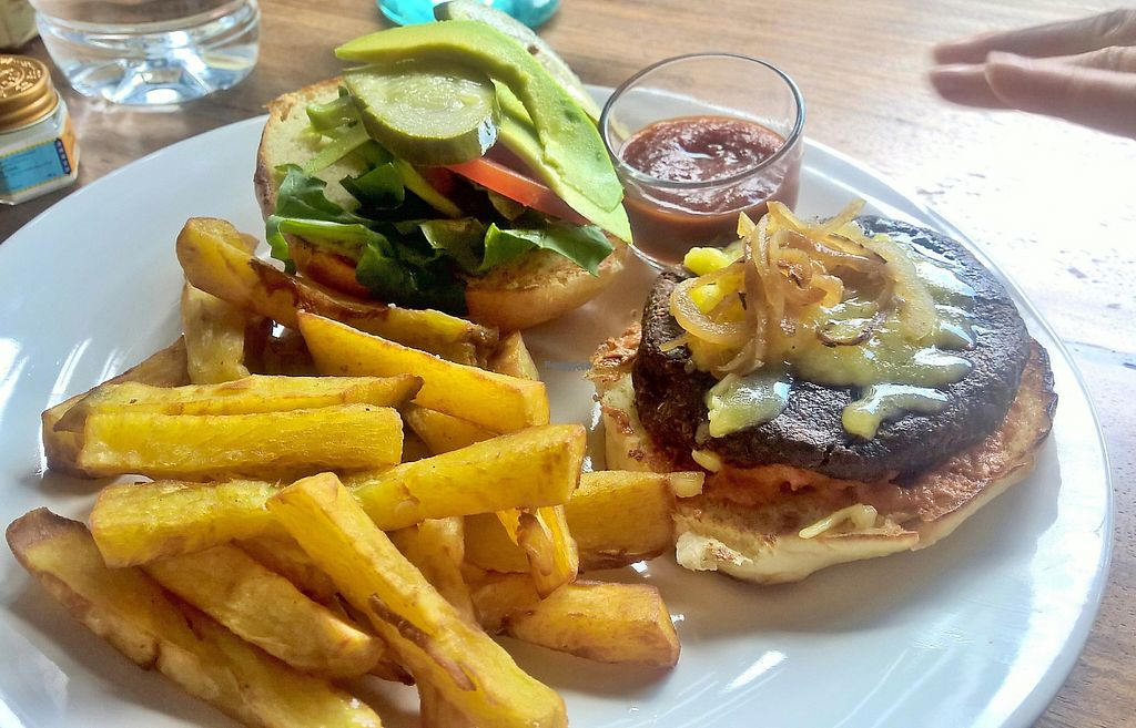 "Photo of Clean Cafe  by <a href=""/members/profile/Happy%20Caro"">Happy Caro</a> <br/>Love burger + sweet potato fries <br/> January 9, 2017  - <a href='/contact/abuse/image/23151/210001'>Report</a>"