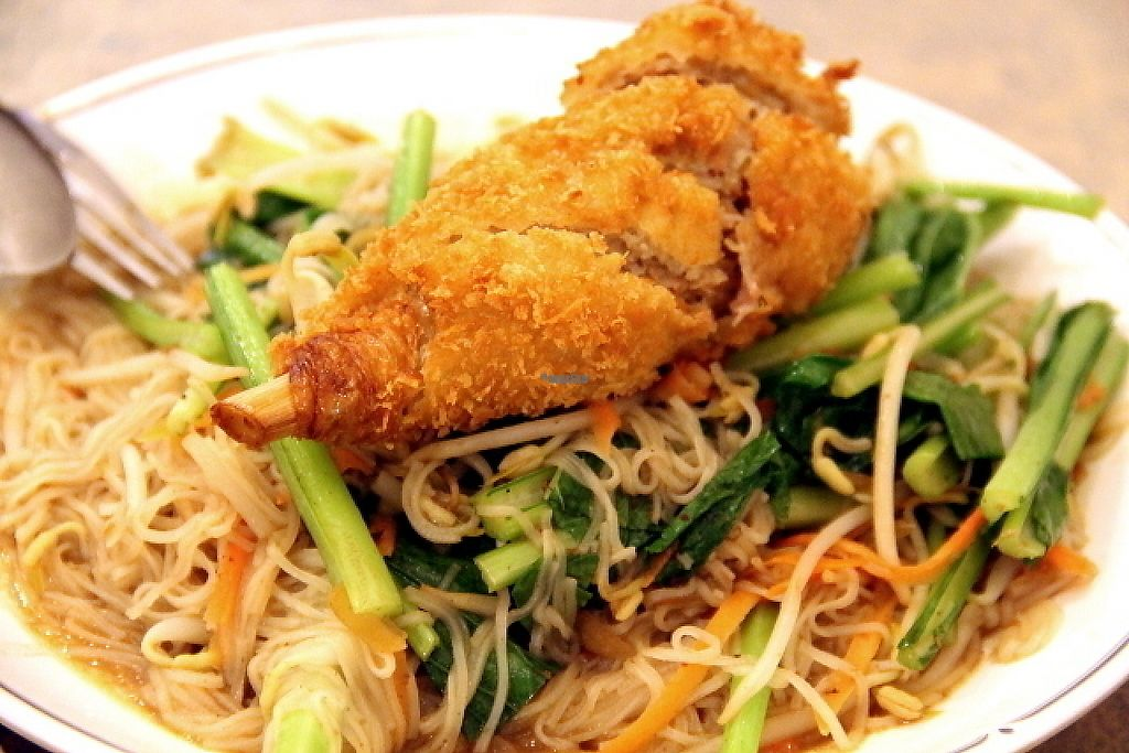 """Photo of Evergreen Vegetarian and Cafe House  by <a href=""""/members/profile/reissausta%20ja%20ruokaa"""">reissausta ja ruokaa</a> <br/>Vegan drumstick and fried noodles.  <br/> December 19, 2016  - <a href='/contact/abuse/image/23190/202948'>Report</a>"""