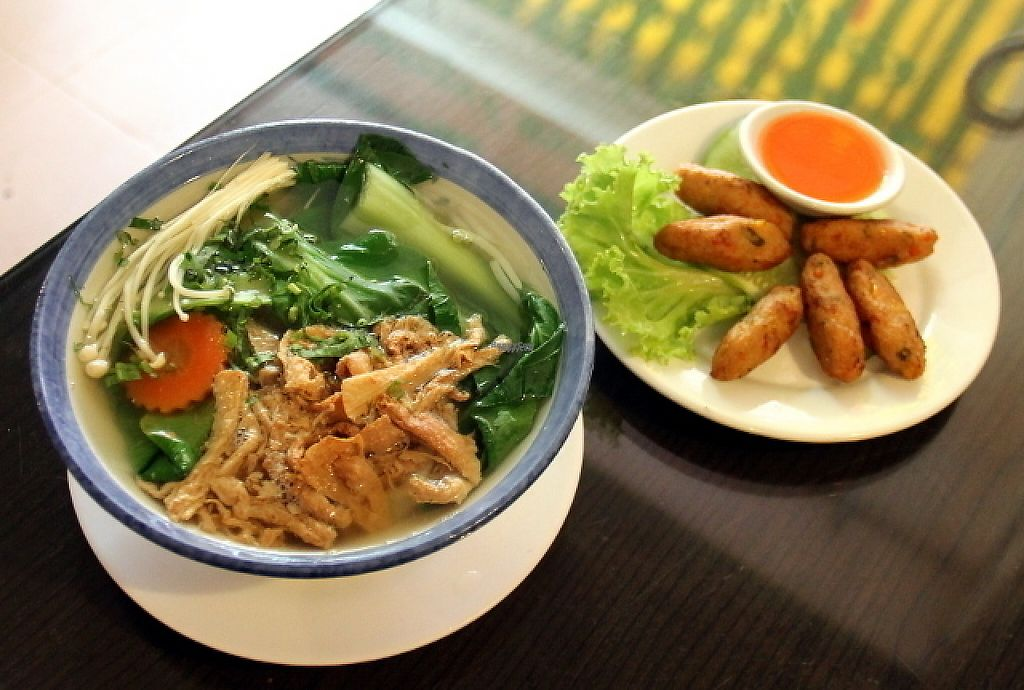 """Photo of Evergreen Vegetarian and Cafe House  by <a href=""""/members/profile/reissausta%20ja%20ruokaa"""">reissausta ja ruokaa</a> <br/>Noodle soup.  <br/> December 19, 2016  - <a href='/contact/abuse/image/23190/202971'>Report</a>"""