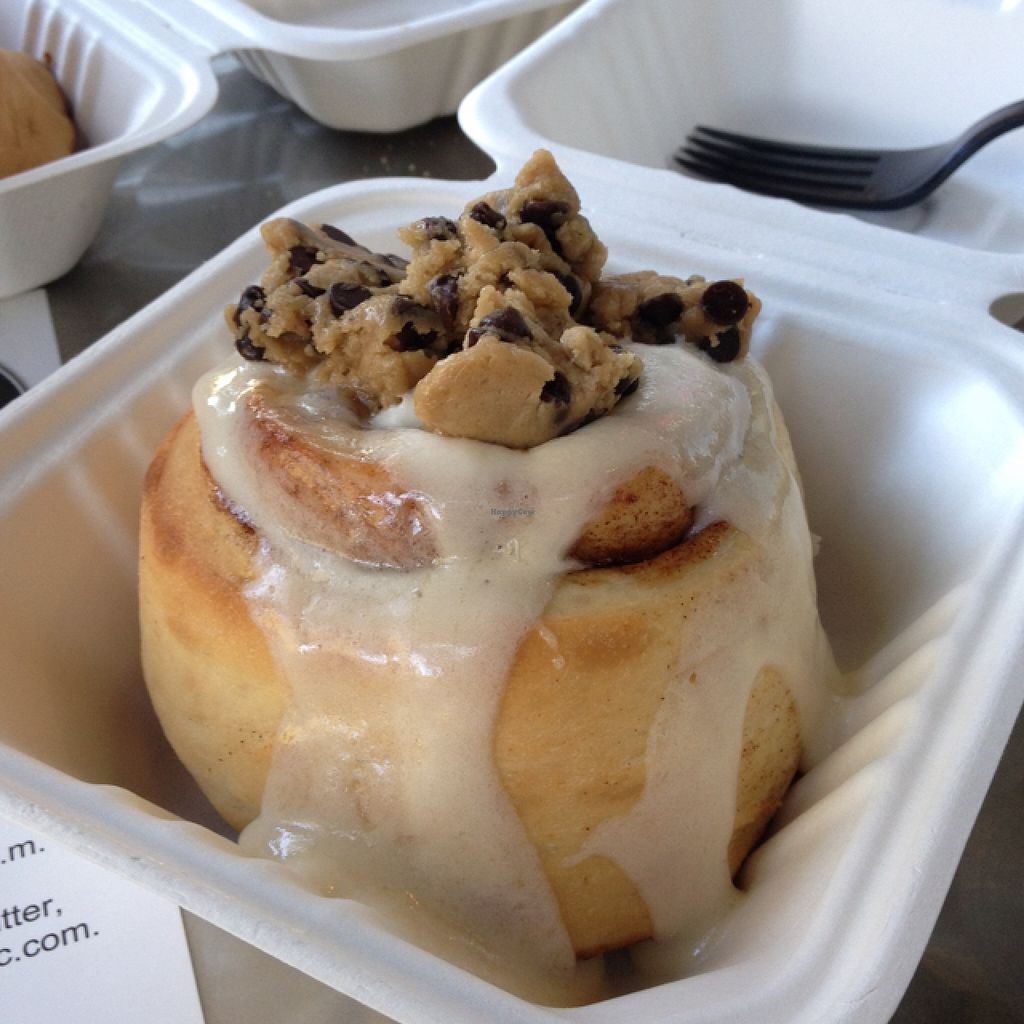 "Photo of Cinnaholic  by <a href=""/members/profile/Julianabanana"">Julianabanana</a> <br/>Cream Cheese Frosting with Cookie Dough <br/> April 23, 2016  - <a href='/contact/abuse/image/23203/145918'>Report</a>"