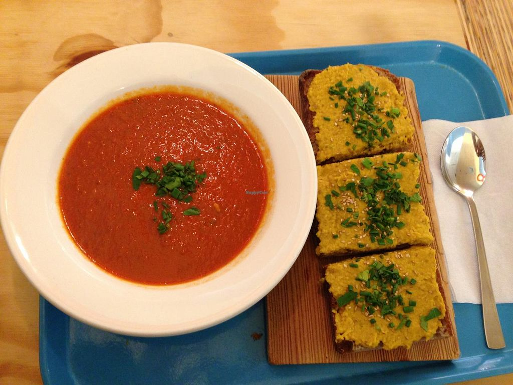 "Photo of mm! leckerbar  by <a href=""/members/profile/vegaliferocks.de"">vegaliferocks.de</a> <br/>tomato Soup and hummus bread <br/> June 3, 2015  - <a href='/contact/abuse/image/23623/104613'>Report</a>"