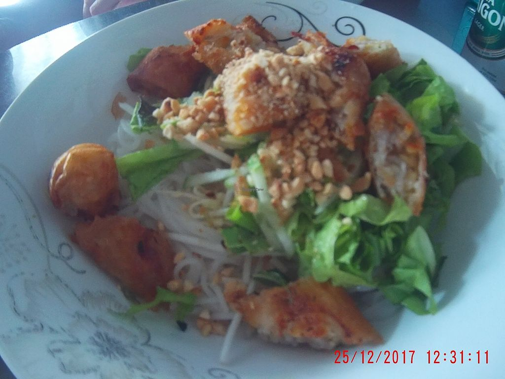 """Photo of Cay Sung  by <a href=""""/members/profile/mfalgas"""">mfalgas</a> <br/>Rice noodles with chopped Vegan spring rolls, lettuce , soy sprouts and crushed peanuts <br/> December 30, 2017  - <a href='/contact/abuse/image/23834/340765'>Report</a>"""