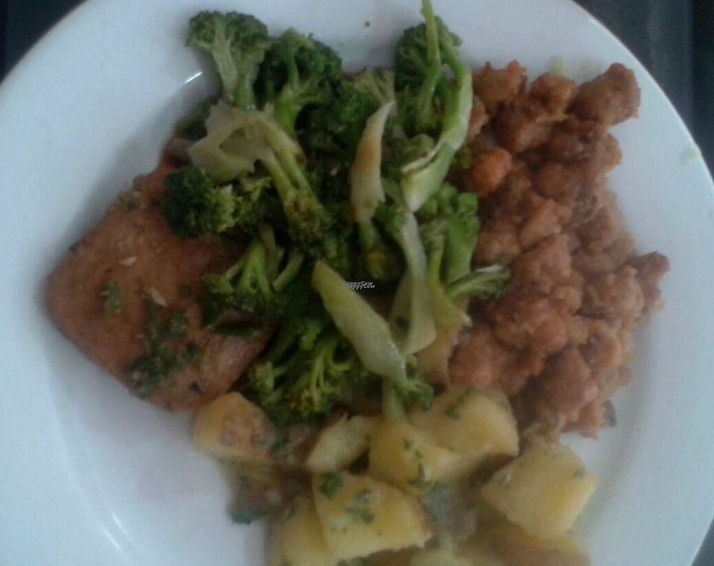 """Photo of Loving Hut  by <a href=""""/members/profile/Ismarix"""">Ismarix</a> <br/>Sweet and sour soy meat bites, brocoli, steamed potatoes and sautee ham <br/> October 17, 2016  - <a href='/contact/abuse/image/24077/182585'>Report</a>"""