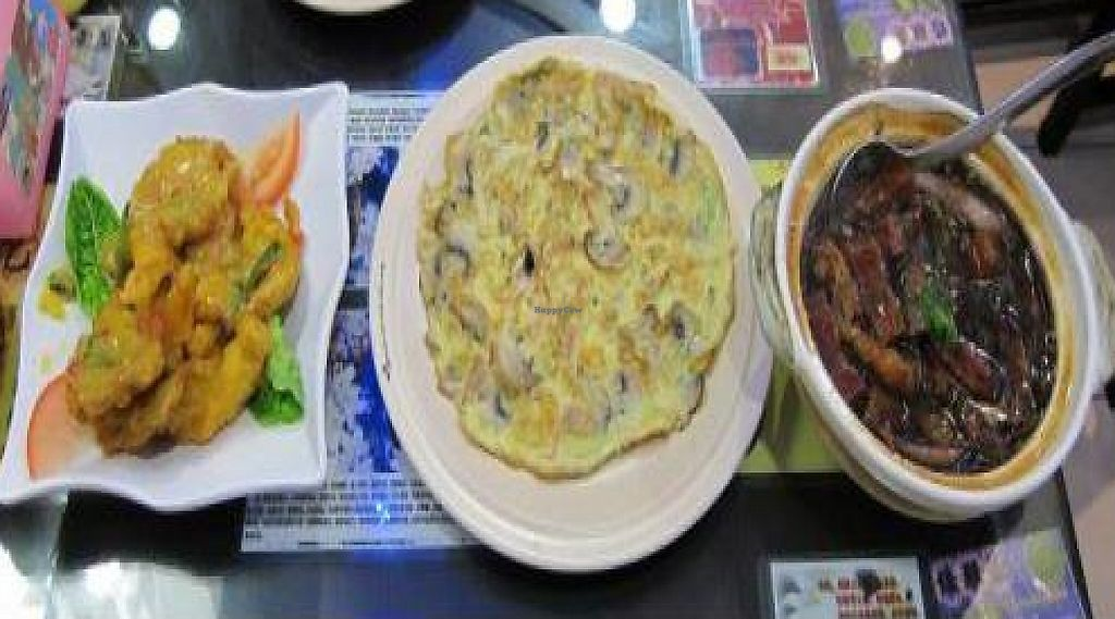 """Photo of Man Yuan Fang  by <a href=""""/members/profile/cocoholic"""">cocoholic</a> <br/>My favourite dish was the one on the left. Mock meat in a yummy coconut sauce <br/> January 21, 2012  - <a href='/contact/abuse/image/24509/220957'>Report</a>"""