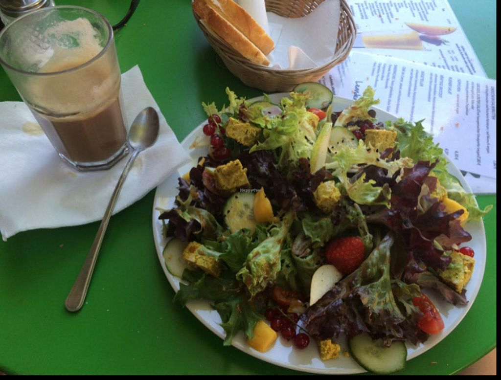 "Photo of Leander  by <a href=""/members/profile/VeganTini"">VeganTini</a> <br/>Bunt salat mit mango curry tofu, und milch cafe mit soja milch <br/> July 8, 2015  - <a href='/contact/abuse/image/24805/108598'>Report</a>"