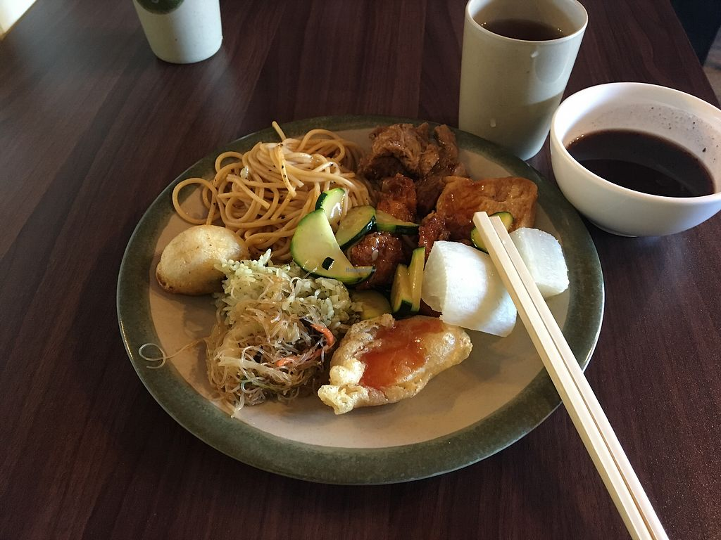 "Photo of Veggie Bunch  by <a href=""/members/profile/HollyCow"">HollyCow</a> <br/>Taiwanese buffet- style comes with two kinds of soup <br/> August 12, 2017  - <a href='/contact/abuse/image/24824/291736'>Report</a>"