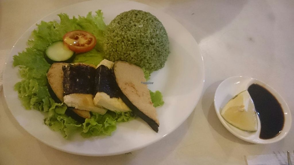 """Photo of Ahs-Wes  by <a href=""""/members/profile/peas-full"""">peas-full</a> <br/>Fish with flavored green rice <br/> December 24, 2016  - <a href='/contact/abuse/image/25244/204471'>Report</a>"""