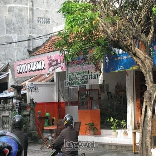 """Photo of CLOSED: Saima Vegetarian  by <a href=""""/members/profile/cvxmelody"""">cvxmelody</a> <br/>Front of restaurant (the name is not signposted anywhere - look for the banner saying vegetarian) <br/> February 1, 2011  - <a href='/contact/abuse/image/25295/7276'>Report</a>"""
