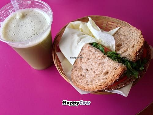 "Photo of La Susina  by <a href=""/members/profile/devu"">devu</a> <br/>Avocado veggie sandwich + fresh juice <br/> September 21, 2013  - <a href='/contact/abuse/image/25547/55372'>Report</a>"