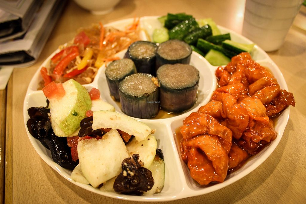 """Photo of Happy Veggies - Wanchai  by <a href=""""/members/profile/SueClesh"""" class=""""title__title"""">SueClesh</a> <br/>a set of 5 starters <br/> October 30, 2017  - <a href='/contact/abuse/image/25649/319997'>Report</a>"""