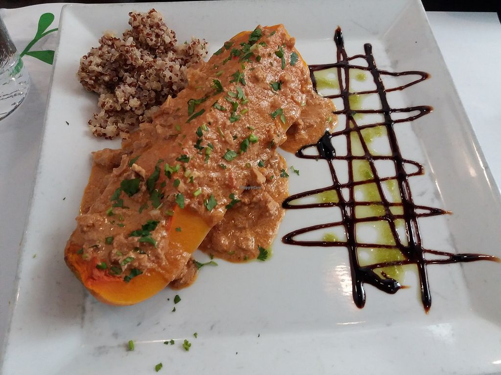 "Photo of Vegetariano El Calafate  by <a href=""/members/profile/Aissapetisu"">Aissapetisu</a> <br/>Calabaza al horno con salsa de frutos secos y guarnicion de quinoa <br/> July 15, 2017  - <a href='/contact/abuse/image/25756/280658'>Report</a>"