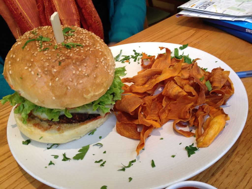 """Photo of Avocado  by <a href=""""/members/profile/chapstick"""">chapstick</a> <br/>non-vegan meal (can be made vegan): veggie burger <br/> January 7, 2016  - <a href='/contact/abuse/image/26015/131386'>Report</a>"""