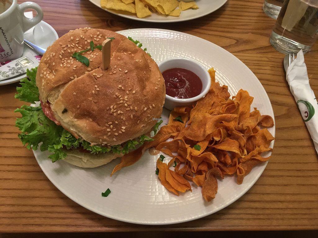 "Photo of Avocado  by <a href=""/members/profile/Alina%26Deian"">Alina&Deian</a> <br/>Vegan burger with sweet potatos chips <br/> November 30, 2017  - <a href='/contact/abuse/image/26015/330760'>Report</a>"