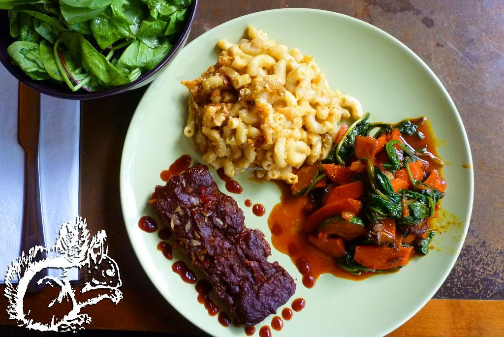 "Photo of Seasoned Vegan  by <a href=""/members/profile/SquirrelofNOM"">SquirrelofNOM</a> <br/>BBQ Ribs, Mac'n'Cheese, Veggie Medley - the recommendation the waiter gave me! Good choice! <br/> March 23, 2015  - <a href='/contact/abuse/image/26273/96727'>Report</a>"