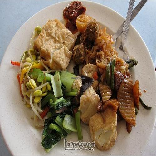 """Photo of Kai Wen Vegetarian Food  by <a href=""""/members/profile/cvxmelody"""">cvxmelody</a> <br/>Selections from buffet <br/> April 8, 2011  - <a href='/contact/abuse/image/26295/8142'>Report</a>"""