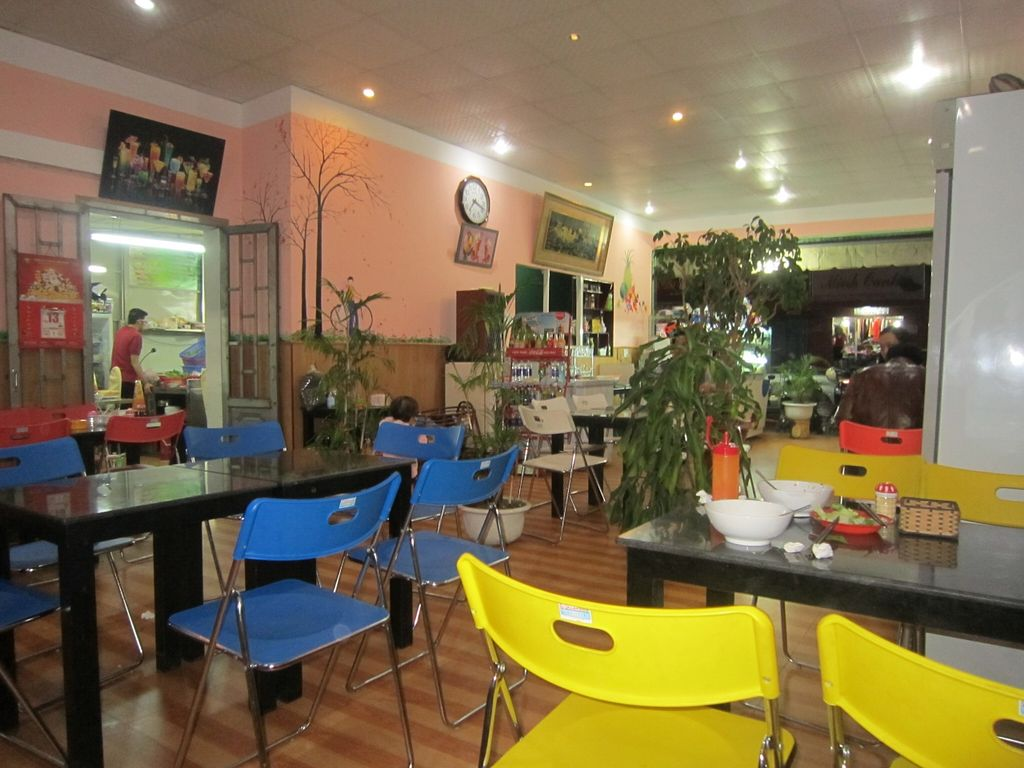 "Photo of An Lac Tam  by <a href=""/members/profile/IanSmith"">IanSmith</a> <br/>There is plenty of room in the second room of the restaurant <br/> September 25, 2015  - <a href='/contact/abuse/image/26442/119023'>Report</a>"