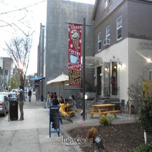 Photo of CLOSED: Oh Yeah Ice Cream and Coffee Co  by veganmadre <br/>Outside  <br/> April 26, 2011  - <a href='/contact/abuse/image/26467/8423'>Report</a>