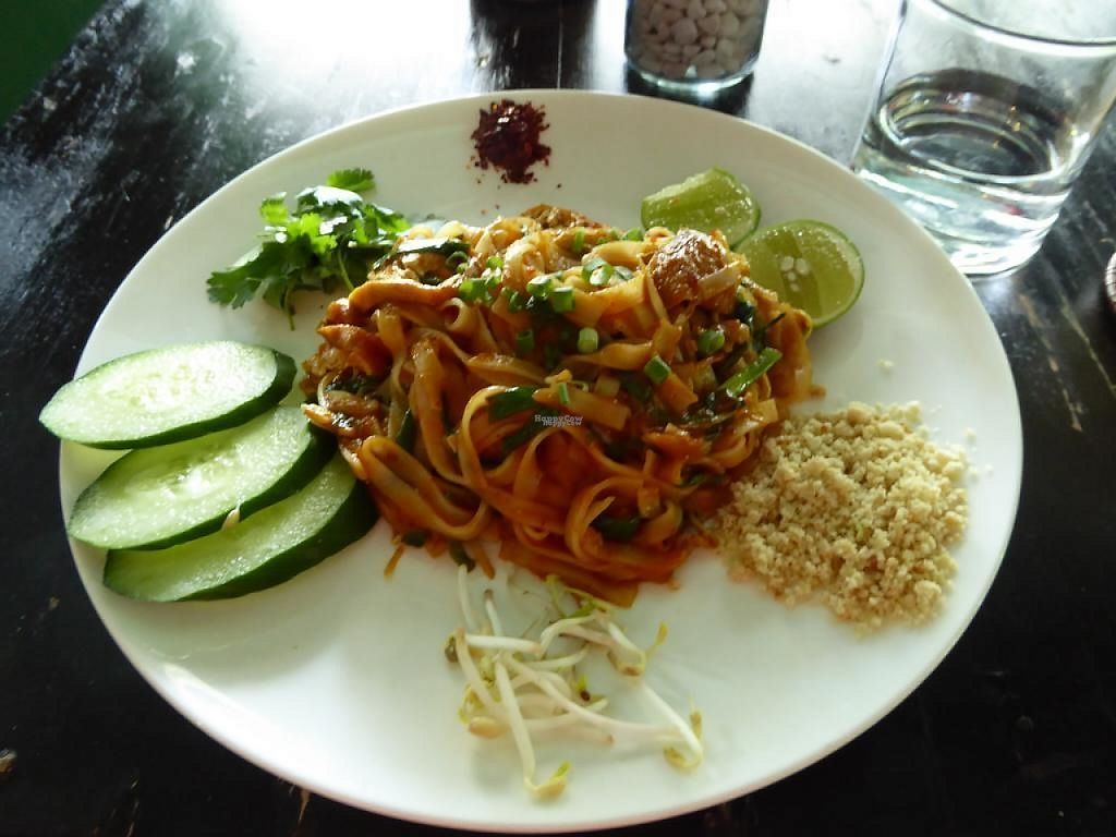 """Photo of Green Ginger Noodle House  by <a href=""""/members/profile/VeganNatascha"""">VeganNatascha</a> <br/>Pad Thai <br/> January 1, 2017  - <a href='/contact/abuse/image/26529/206832'>Report</a>"""