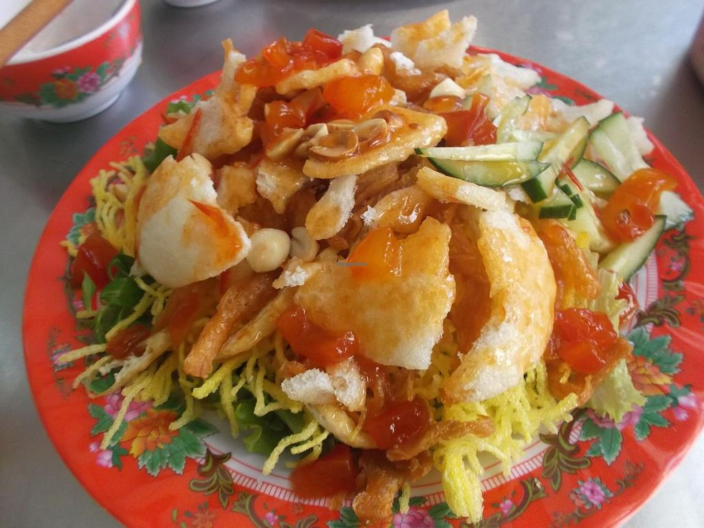 """Photo of Tam Thien  by <a href=""""/members/profile/mfalgas"""">mfalgas</a> <br/>Crispy fried noodles with peanuts, sweet chilli and tomatoe sauce, lettuce and mint <br/> December 31, 2014  - <a href='/contact/abuse/image/26637/89078'>Report</a>"""