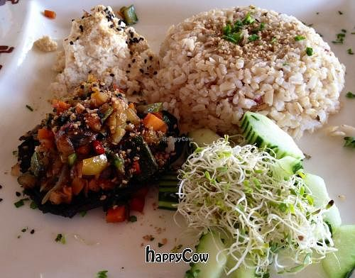 """Photo of Restaurante El Ameyal  by <a href=""""/members/profile/Ajolote"""">Ajolote</a> <br/>Portobello stuffed with veggies, tofu cheese and salad <br/> January 4, 2013  - <a href='/contact/abuse/image/26662/42310'>Report</a>"""