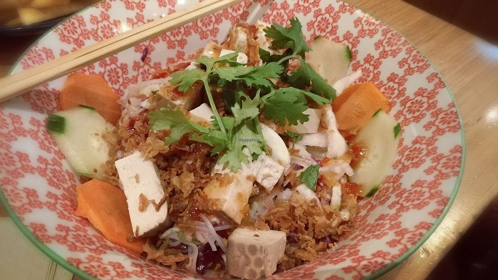 "Photo of LaVietnamita  by <a href=""/members/profile/BrunoMontez"">BrunoMontez</a> <br/>Rice noodles with smoked tofu <br/> September 8, 2017  - <a href='/contact/abuse/image/26877/302180'>Report</a>"