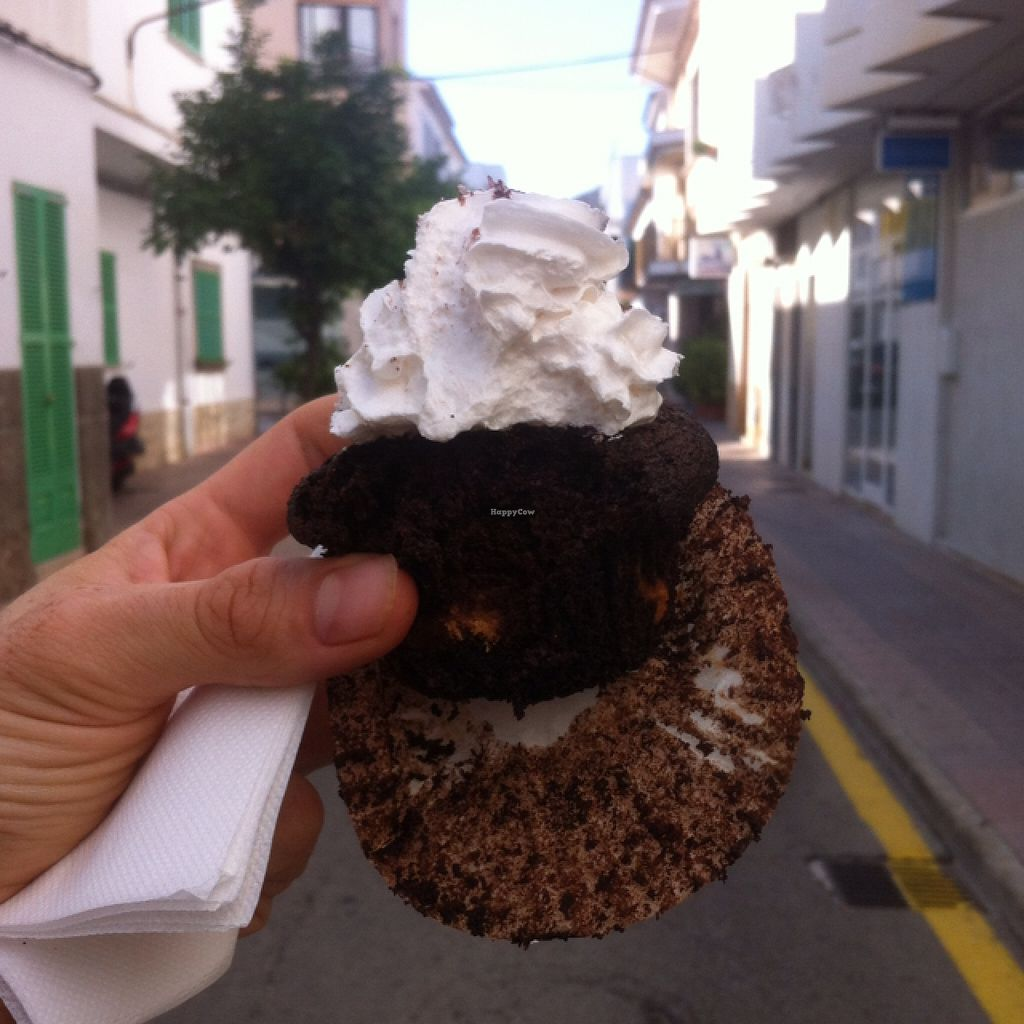 "Photo of Bellaverde  by <a href=""/members/profile/MMaree"">MMaree</a> <br/>tasty chocolate muffin 'Bellaverde' with peanut butter and Oreo bottom <br/> September 6, 2015  - <a href='/contact/abuse/image/27185/116599'>Report</a>"