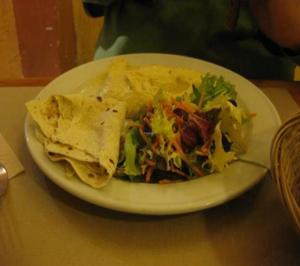 """Photo of Amaltea  by <a href=""""/members/profile/paypar"""">paypar</a> <br/>Hummus Appetizer served with Roti (instead of traditional pita) was very good <br/> December 22, 2011  - <a href='/contact/abuse/image/2720/199678'>Report</a>"""