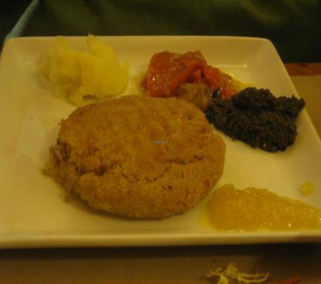 """Photo of Amaltea  by <a href=""""/members/profile/paypar"""">paypar</a> <br/>Burger entree.  The 'sides' look like baby food but they were seasoned well.  <br/> December 22, 2011  - <a href='/contact/abuse/image/2720/199680'>Report</a>"""