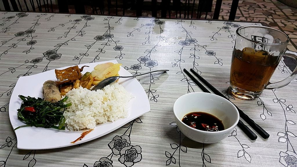 "Photo of Bo De Quan  by <a href=""/members/profile/aggiem"">aggiem</a> <br/>20,000 Dong dinner plate (minus soup) <br/> November 6, 2017  - <a href='/contact/abuse/image/27266/322430'>Report</a>"