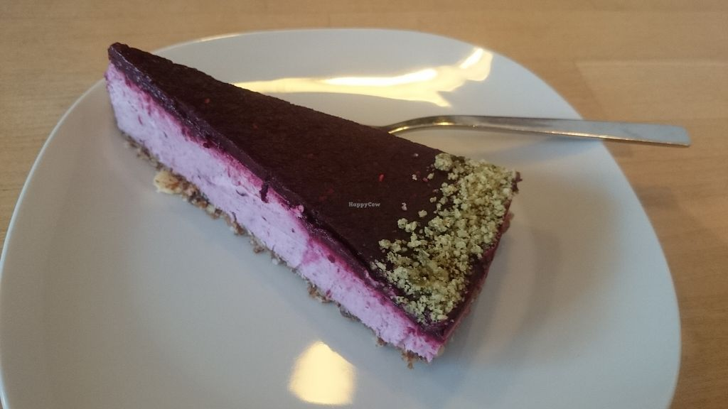 """Photo of Veganz - Schivelbeiner Strasse  by <a href=""""/members/profile/chb-pbfp"""">chb-pbfp</a> <br/>Cheese cake <br/> April 4, 2018  - <a href='/contact/abuse/image/27300/380701'>Report</a>"""