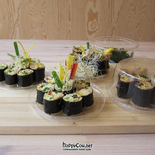"""Photo of eten vol leven  by <a href=""""/members/profile/TomLeenders"""">TomLeenders</a> <br/>sushi alle vegan, all raw <br/> October 11, 2011  - <a href='/contact/abuse/image/27346/11224'>Report</a>"""