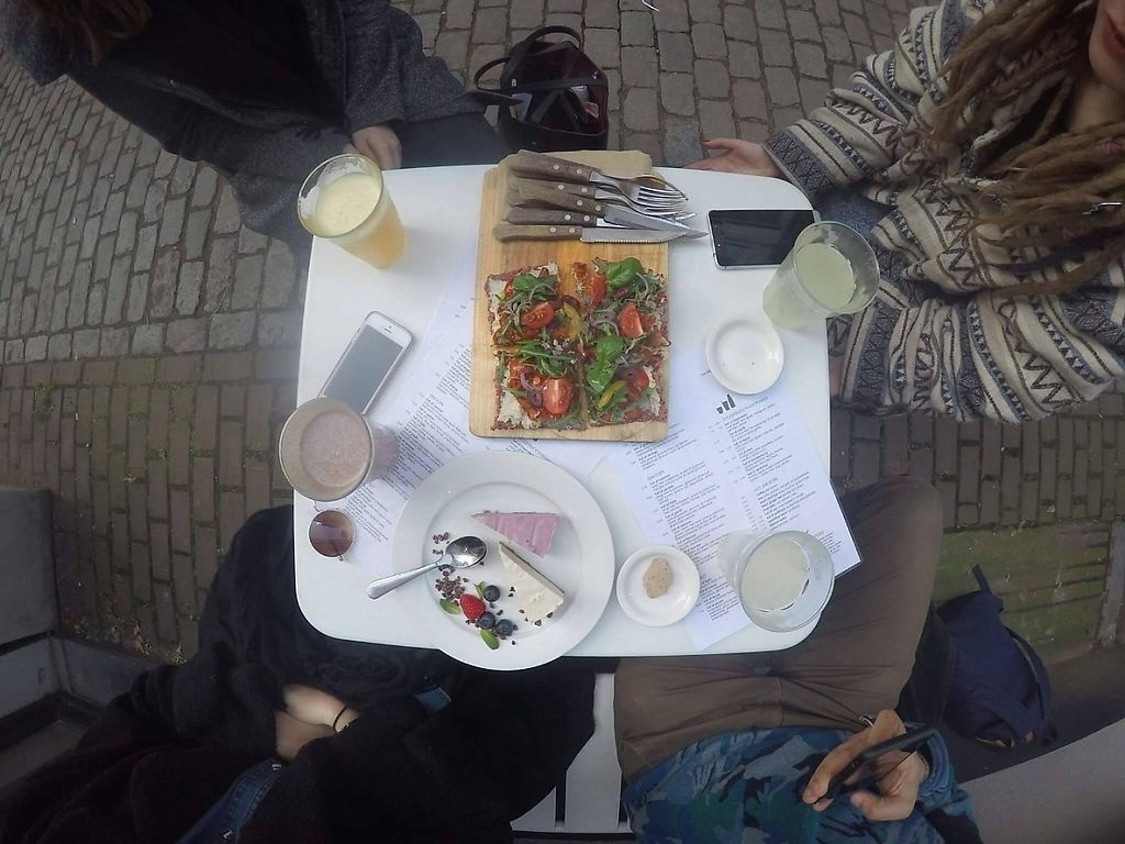 """Photo of eten vol leven  by <a href=""""/members/profile/Enaya"""">Enaya</a> <br/>Pizza + cakes <br/> April 14, 2017  - <a href='/contact/abuse/image/27346/247806'>Report</a>"""