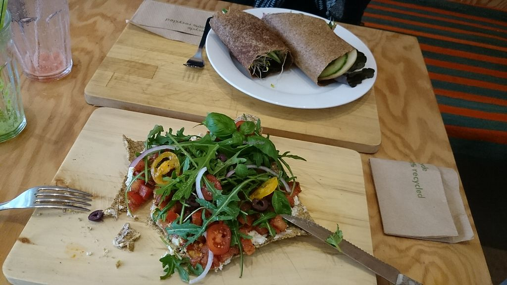 """Photo of eten vol leven  by <a href=""""/members/profile/chb-pbfp"""">chb-pbfp</a> <br/>Raw wraps & pizza <br/> August 22, 2017  - <a href='/contact/abuse/image/27346/295873'>Report</a>"""