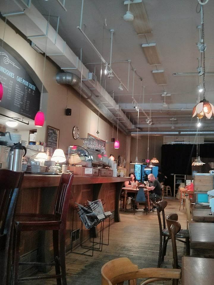 """Photo of Cafe Cambio  by <a href=""""/members/profile/St%C3%A9phanieBoivin"""">StéphanieBoivin</a> <br/>Vue de l'entrée <br/> July 9, 2017  - <a href='/contact/abuse/image/27619/278024'>Report</a>"""