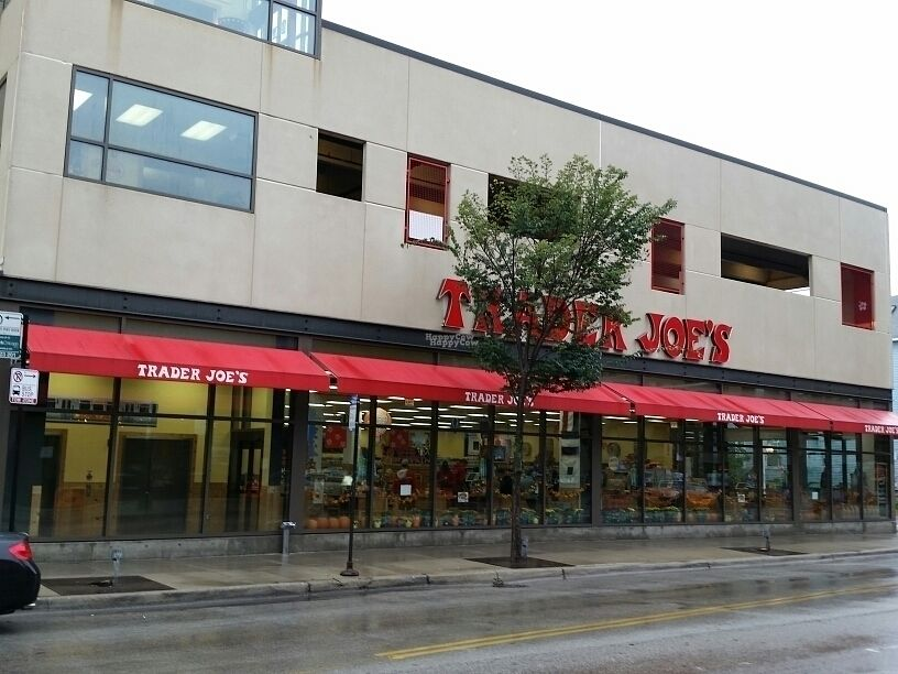 "Photo of Trader Joe's - Diversey Parkway  by <a href=""/members/profile/eric"">eric</a> <br/>outside <br/> October 1, 2016  - <a href='/contact/abuse/image/27911/179020'>Report</a>"