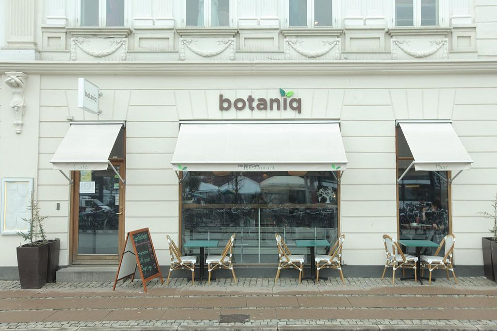 """Photo of CLOSED: Botaniq  by <a href=""""/members/profile/DanRose"""">DanRose</a> <br/>The front of Restaurant Botaniq <br/> March 18, 2014  - <a href='/contact/abuse/image/28200/66121'>Report</a>"""