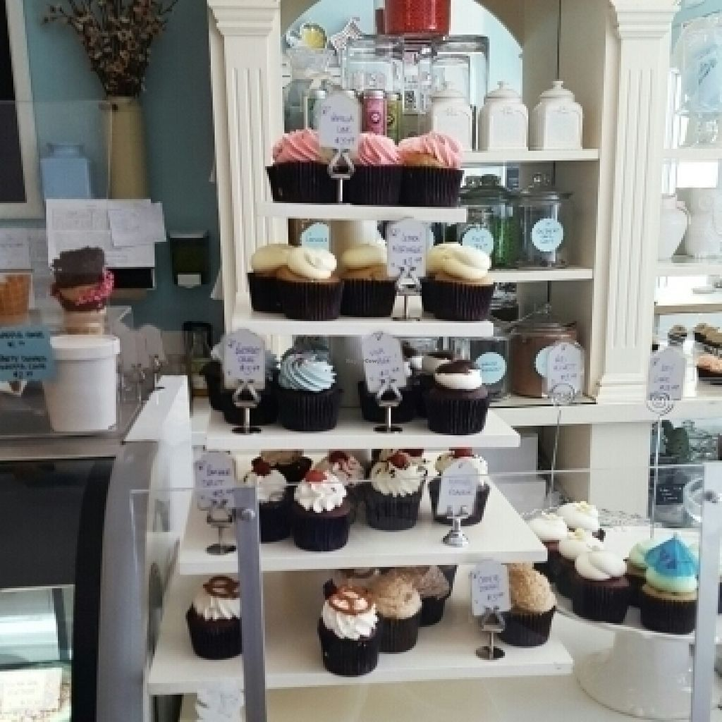 "Photo of Thimble Cakes  by <a href=""/members/profile/tzeitelabrego"">tzeitelabrego</a> <br/>Cupcake Tower <br/> July 27, 2016  - <a href='/contact/abuse/image/28315/162681'>Report</a>"