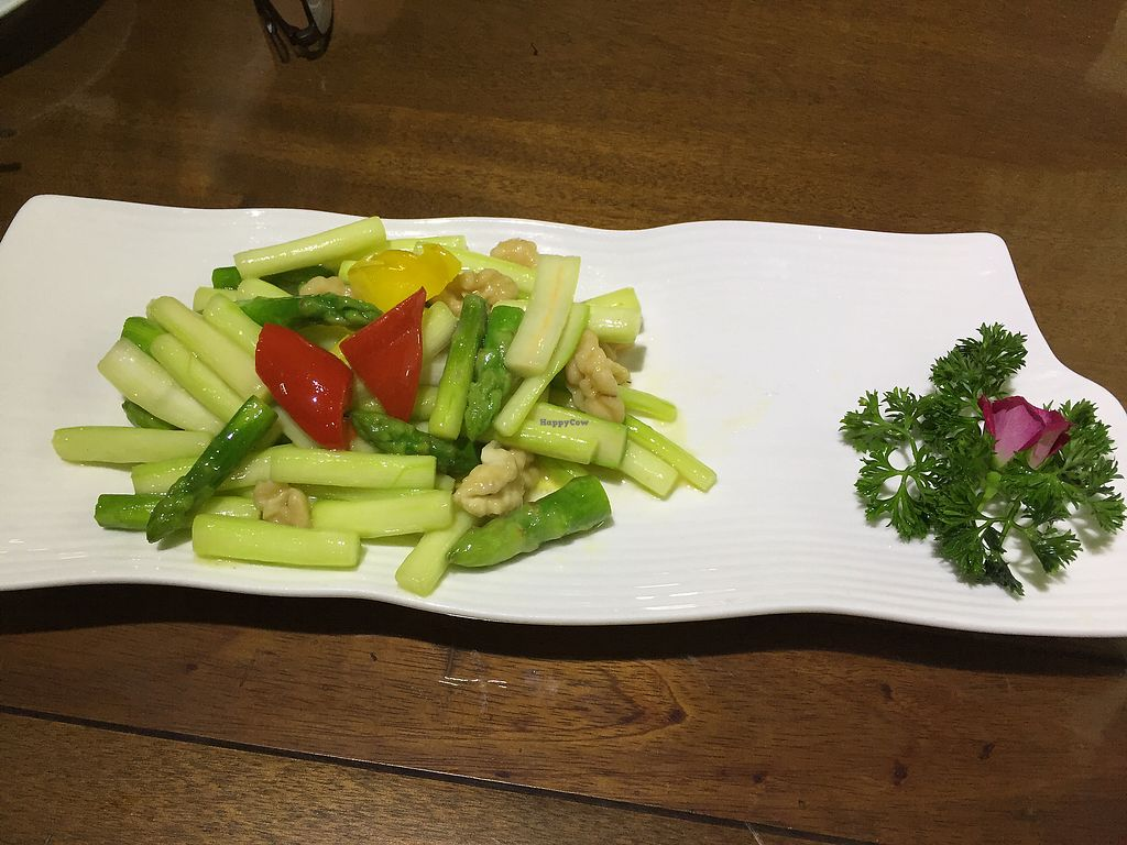 "Photo of Fu Hui Ci Yuan Vegetarian Cultural Restaurant  by <a href=""/members/profile/H2OAddict"">H2OAddict</a> <br/>Asparagus with walnut <br/> August 20, 2017  - <a href='/contact/abuse/image/28431/294598'>Report</a>"