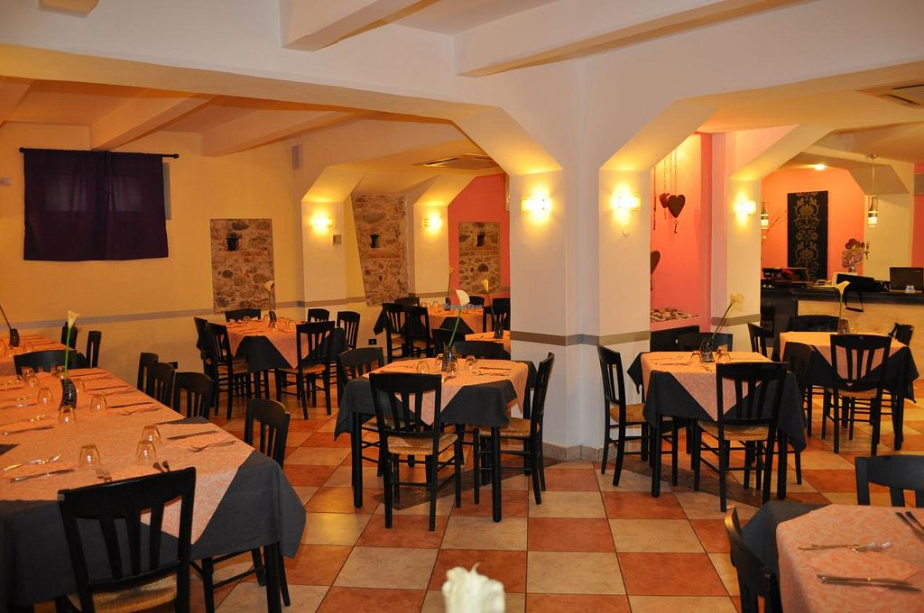 """Photo of Mandalari  by <a href=""""/members/profile/Farewell%2078"""">Farewell 78</a> <br/>Primarily it serves vegan dishes. Is also  a pizzeria that for the preparation of  pizzas does not use the flour '00' but only healthy products such as extra virgin olive oil and whole salt <br/> July 20, 2015  - <a href='/contact/abuse/image/28470/110223'>Report</a>"""