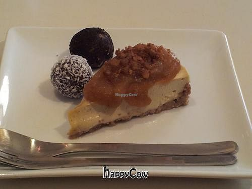 """Photo of CLOSED: Cafe Chidori  by <a href=""""/members/profile/Matthews"""">Matthews</a> <br/>apple case cake <br/> November 27, 2012  - <a href='/contact/abuse/image/28600/40714'>Report</a>"""