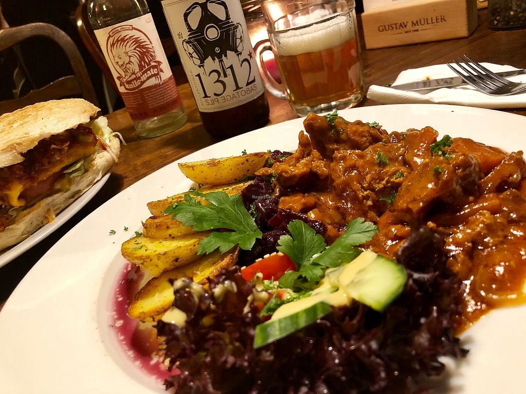 "Photo of Falscher Hase  by <a href=""/members/profile/pkruegel"">pkruegel</a> <br/>Seitangulasch mit Rotkohl und Bratkartoffeln <br/> January 12, 2018  - <a href='/contact/abuse/image/28876/345794'>Report</a>"