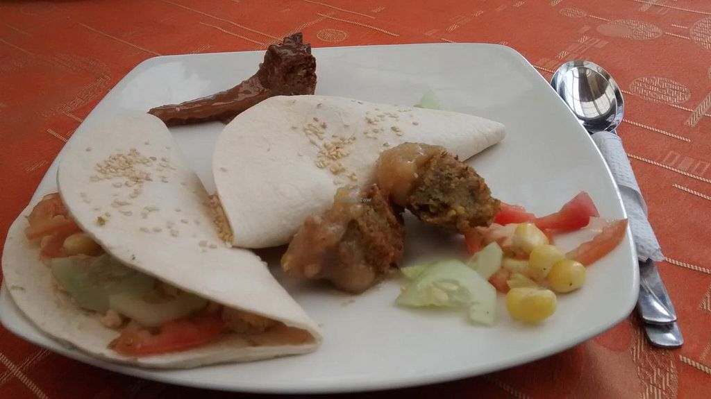 """Photo of Govindas Gourmet - Av Calle 3  by <a href=""""/members/profile/AngieQuijanoVeggie"""">AngieQuijanoVeggie</a> <br/>Sándwich de falafel <br/> June 16, 2015  - <a href='/contact/abuse/image/28949/106145'>Report</a>"""