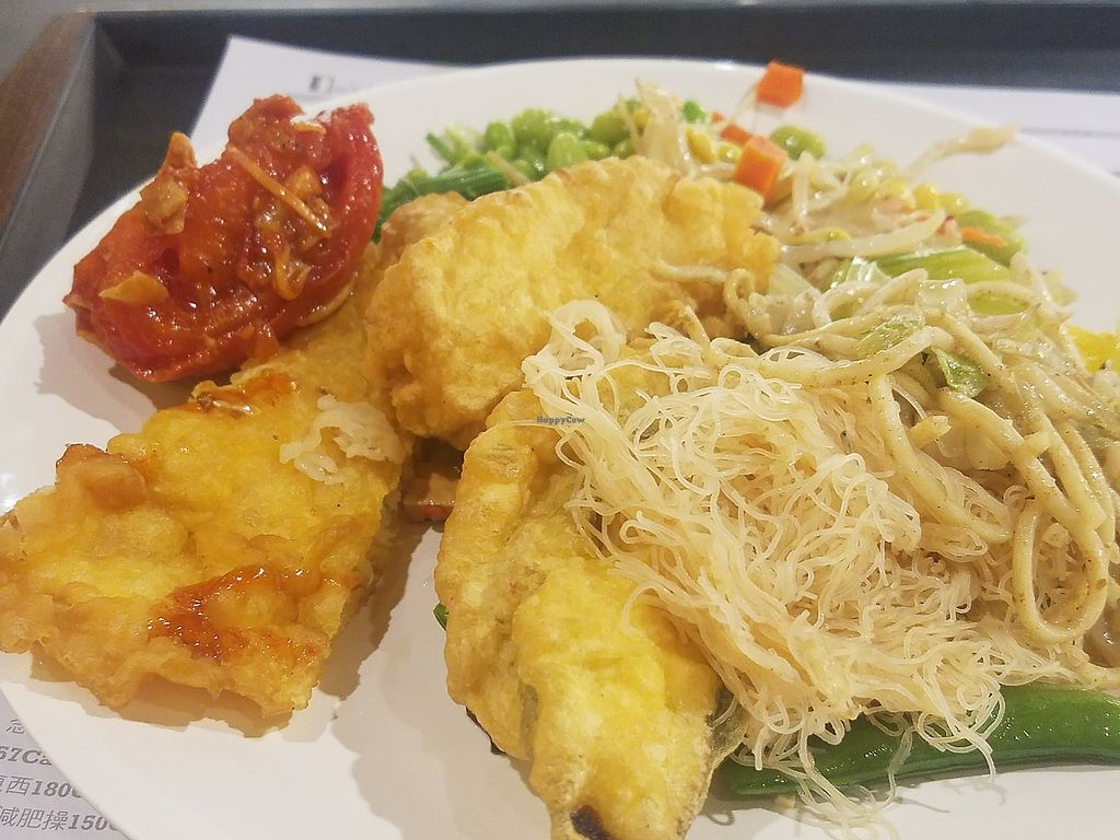 """Photo of Minder Vegetarian - Q Square Mall  by <a href=""""/members/profile/ReiAmber"""">ReiAmber</a> <br/>various foods from buffet (noodles and such) <br/> May 8, 2018  - <a href='/contact/abuse/image/29036/397036'>Report</a>"""