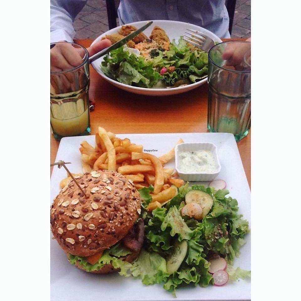 """Photo of Le Cours en Vert  by <a href=""""/members/profile/Juliesu"""">Juliesu</a> <br/>Super resto 100% vegan dans Marseille, sur le cours julien qui est un très bel endroit. Prix très abordable, 5-6 choix de plats dispo et 3 desserts. Je recommande le burger!  Really cool 100% vegan restaurant, on the Cours julie which is a beautiful place. Cool price, good food! Test the burger <br/> June 16, 2017  - <a href='/contact/abuse/image/29056/269663'>Report</a>"""