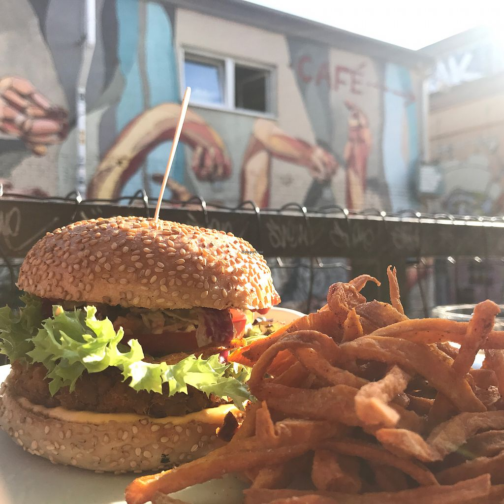 """Photo of EmmaPea Vegan Food and Bar  by <a href=""""/members/profile/The%20London%20Vegan"""">The London Vegan</a> <br/>burger and street art!  <br/> July 29, 2017  - <a href='/contact/abuse/image/29099/286402'>Report</a>"""