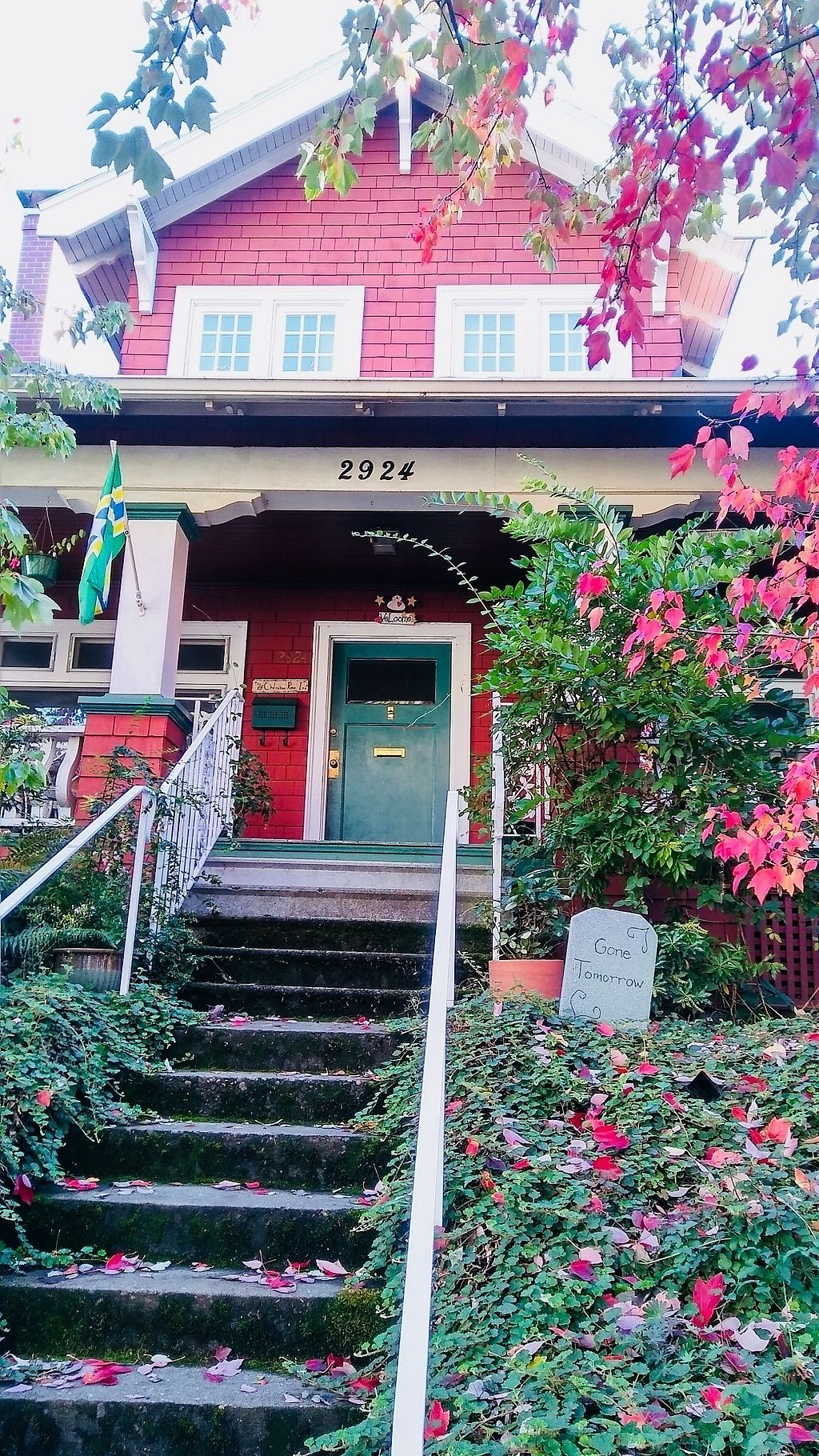 """Photo of The Cherokee Rose Inn  by <a href=""""/members/profile/eveyxvx"""">eveyxvx</a> <br/>So lovely in the fall <br/> October 27, 2017  - <a href='/contact/abuse/image/29423/319279'>Report</a>"""