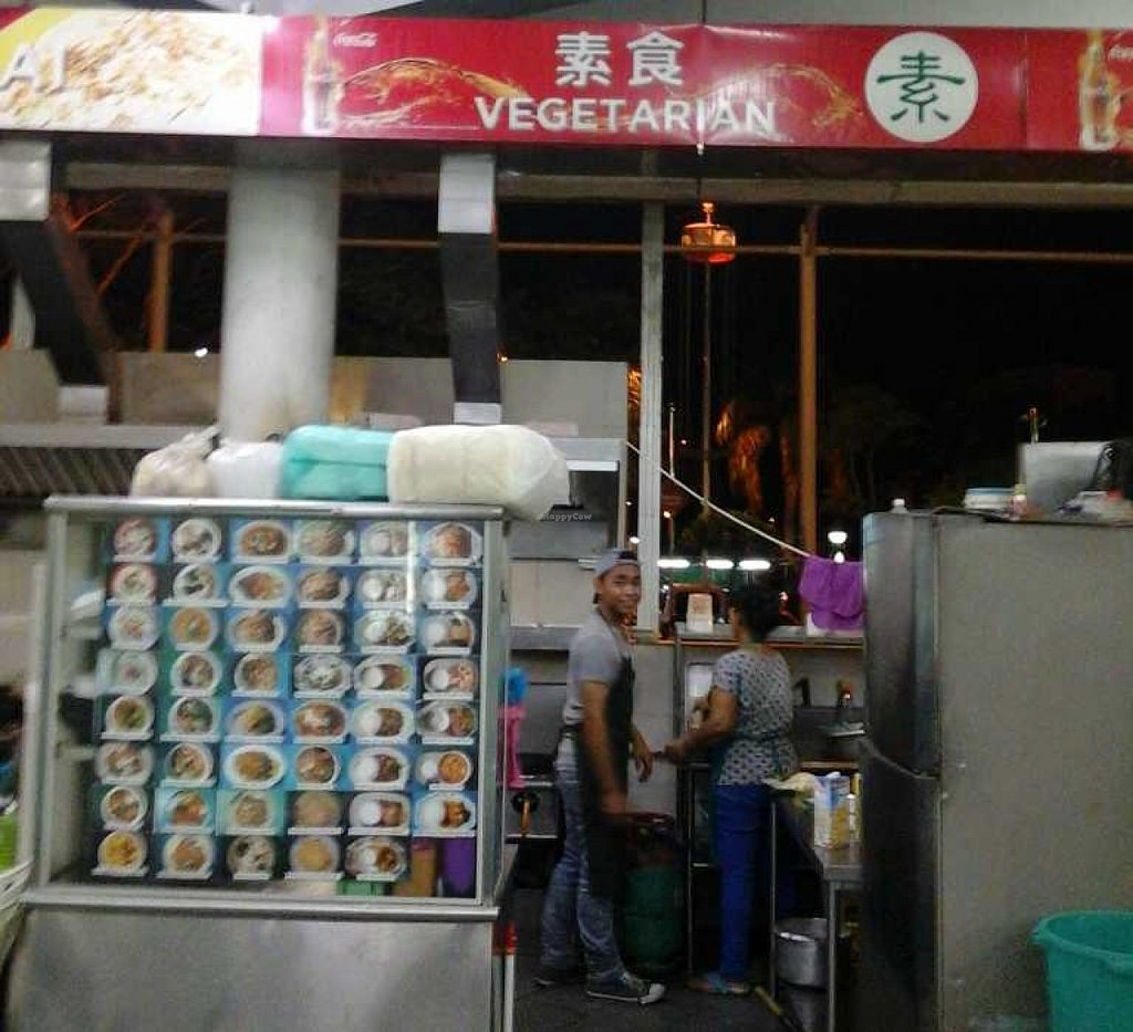 """Photo of Farley Cafe Vegetarian Food Stall  by <a href=""""/members/profile/junya"""">junya</a> <br/>The stall and staff at closing time <br/> December 23, 2015  - <a href='/contact/abuse/image/29555/129573'>Report</a>"""