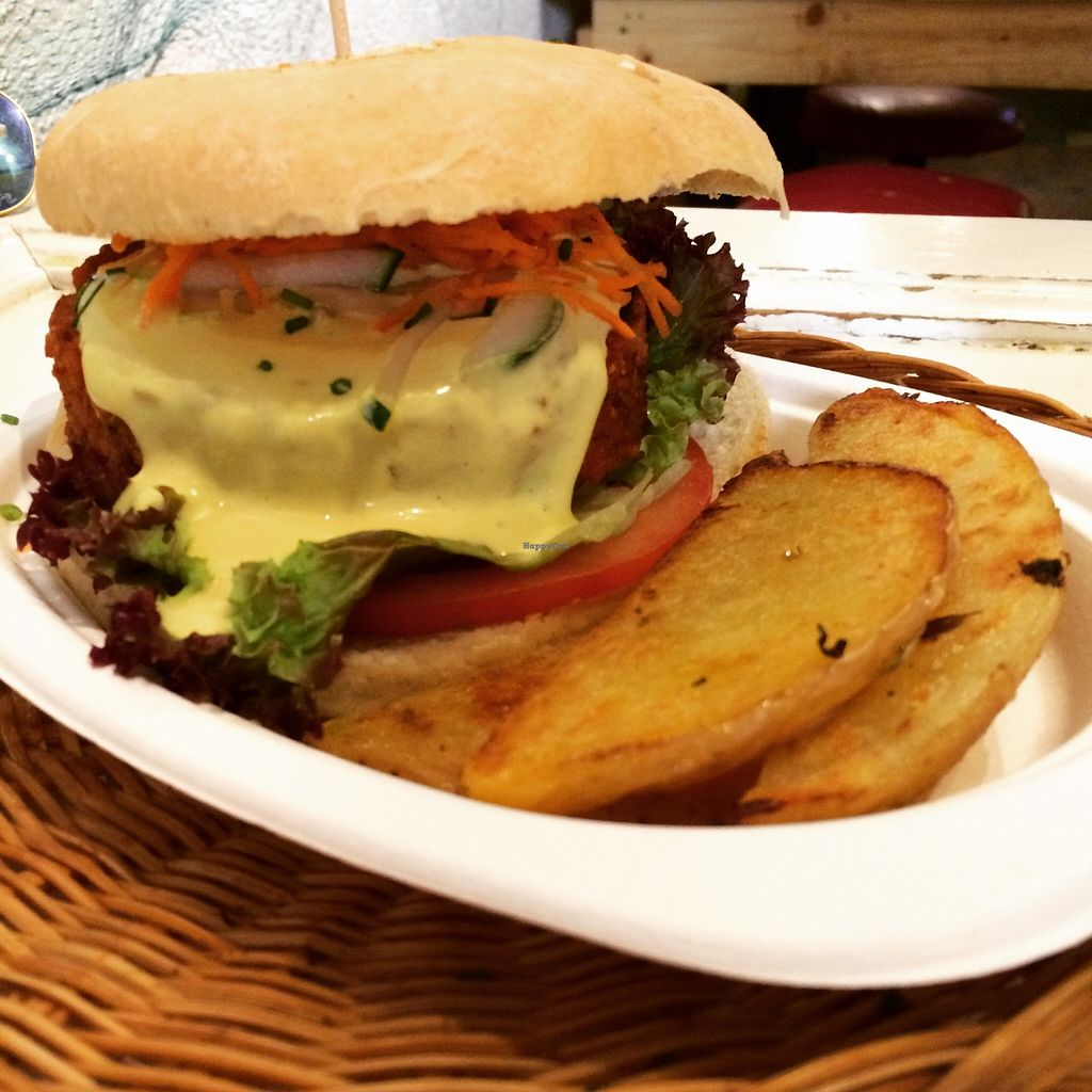 Photo of CLOSED: La Bascula  by tamberthevegan <br/>Vegan burger with potato wedges. One of the best vegan burgers I've ever had! Very filling and loved the sauce on it.  <br/> September 26, 2015  - <a href='/contact/abuse/image/29824/119174'>Report</a>