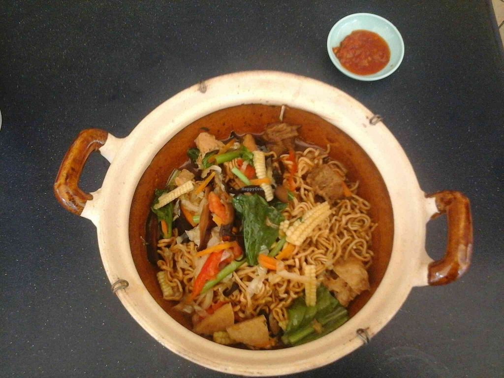 """Photo of CLOSED: Love Land Vegetarian  by <a href=""""/members/profile/junya"""">junya</a> <br/>Claypot mee <br/> September 27, 2015  - <a href='/contact/abuse/image/29929/119448'>Report</a>"""